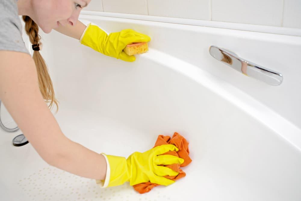 Whitening Fiberglass Bathtubs